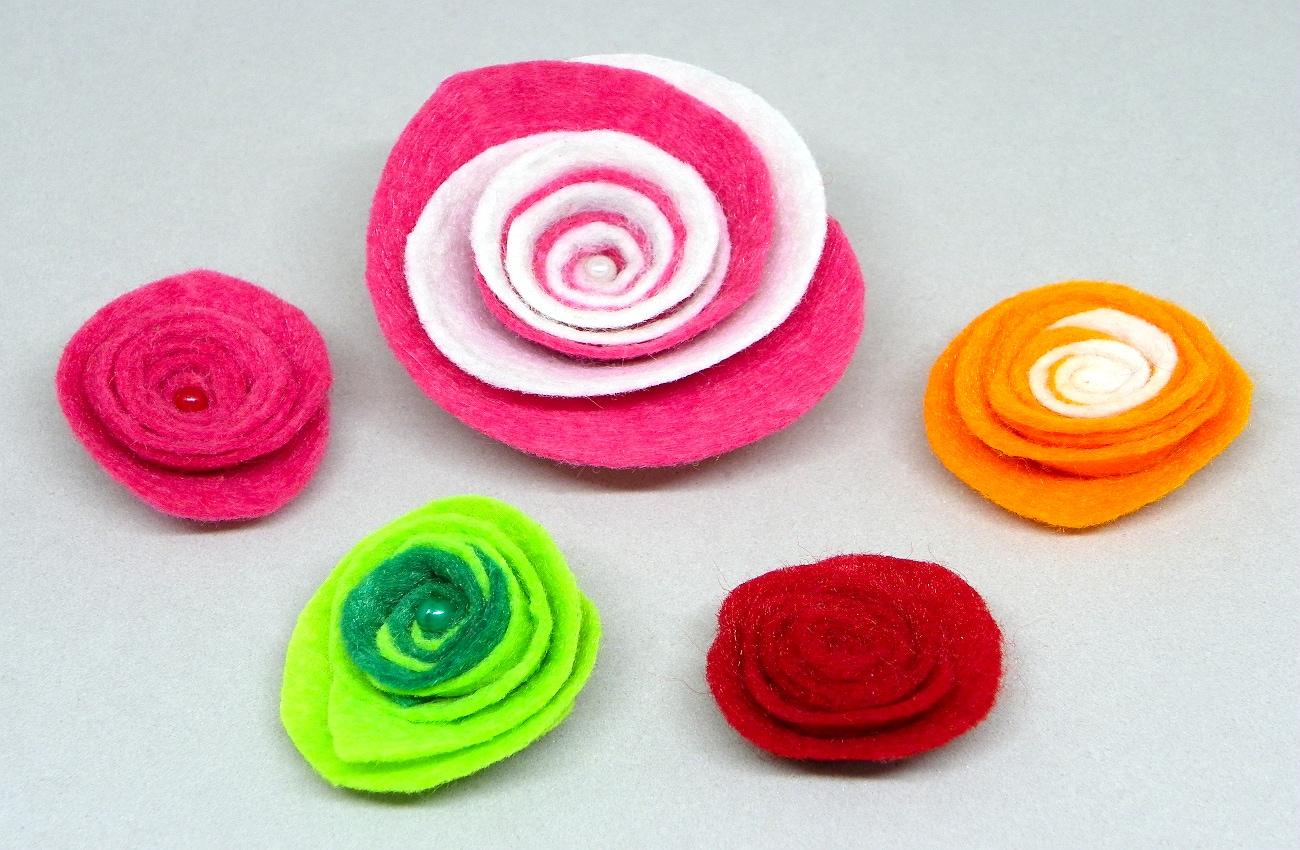 diferentes modelos de flores de fieltro para centro de mesa1