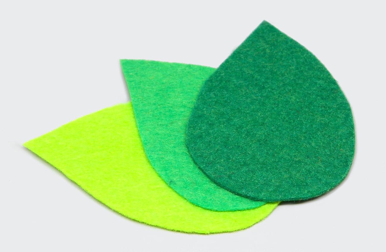 hojas verdes de fieltro para centro de mesa1
