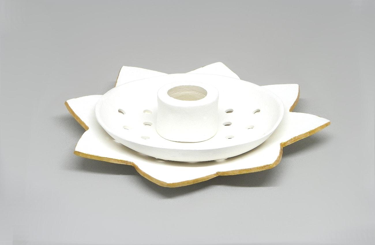 candelero con dos pies para colocar distintos tipos de velas hechos con pasta para modelar