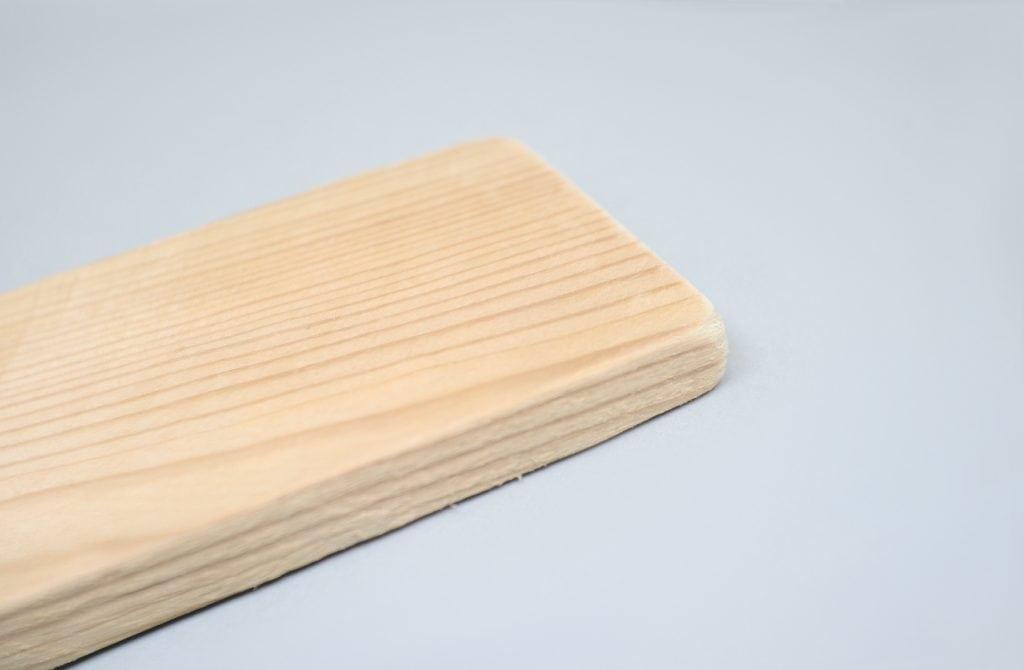 liston de madera reciclado de pale con los bordes lijados