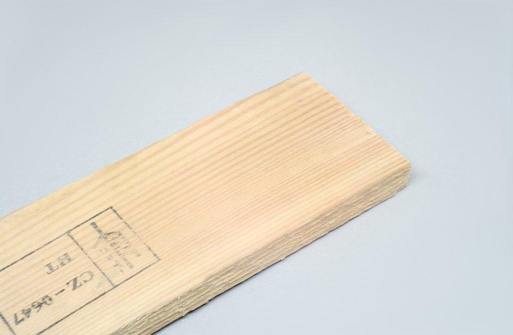 liston de madera reciclado de un pale sin lijar los bordes