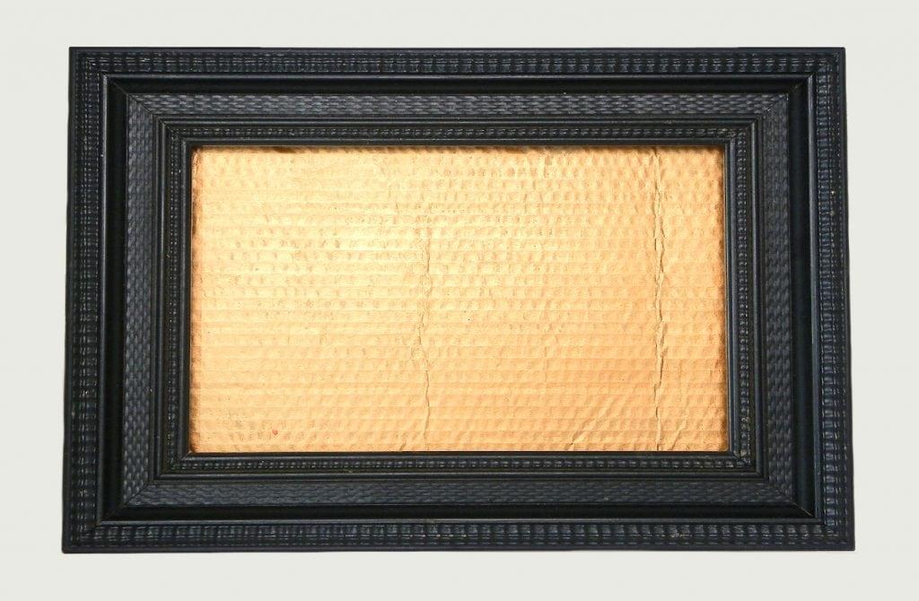 marco de madera en negro con plancha d ecarton para hacer cuadro floral