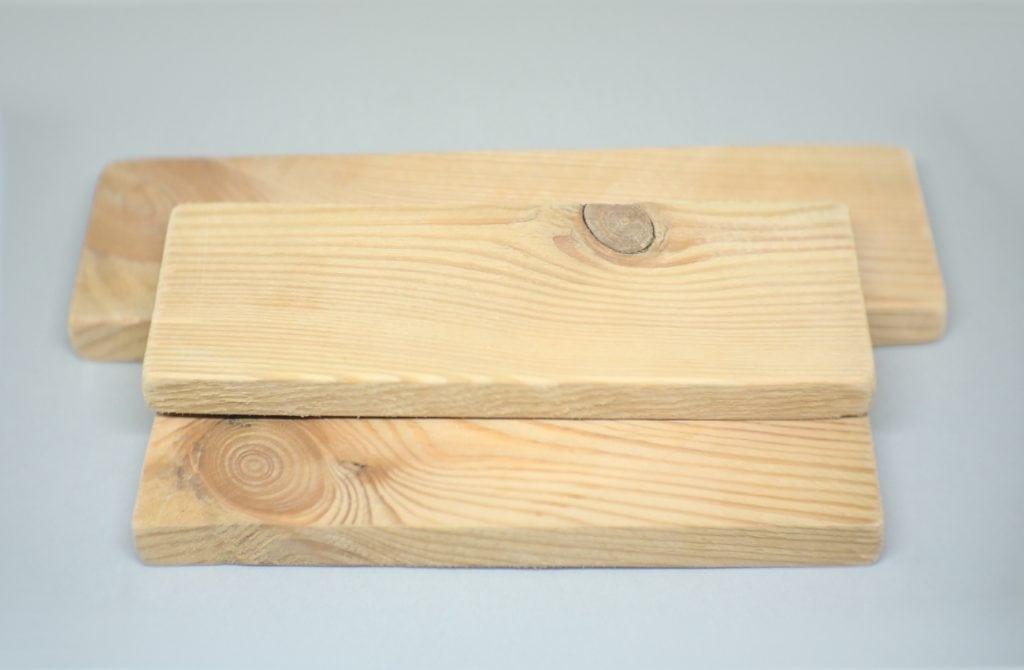 tres listones de madera reciclada de pale