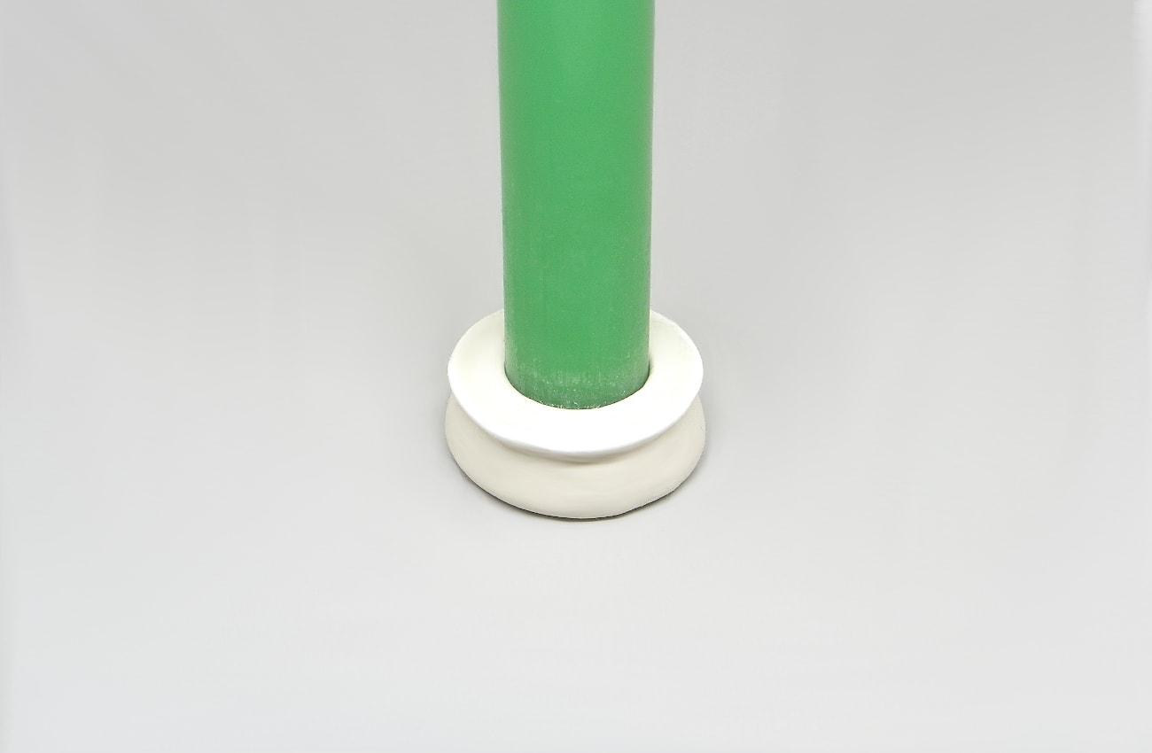 pequeño soporte para velas alargadas hecho con pasta para modelar