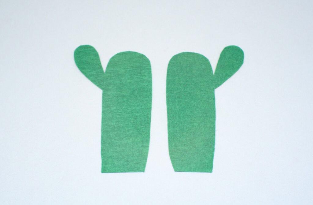 dos piezas de fieltro verde con forma de cactus