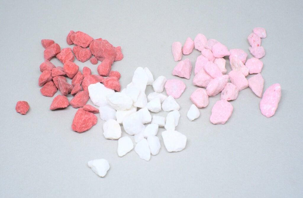 piedras ornamentales para decoracion de color rojo blanco y rosa