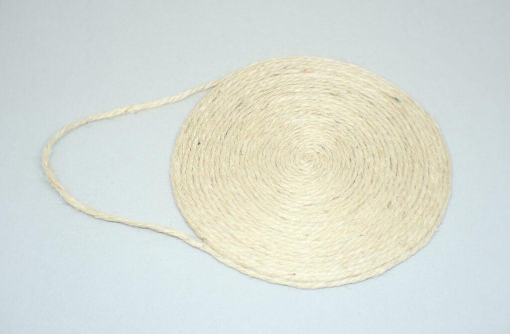soporte circular con colgador para cuadro hecho con cuerda de yute de 3 mm