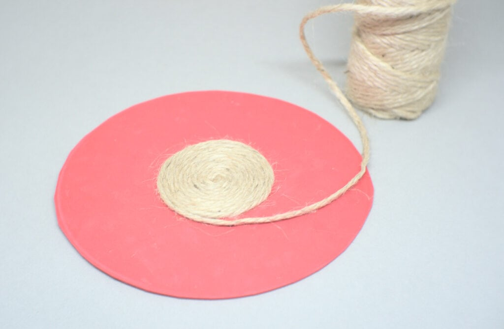 soporte circular para cuadro hecho con goma eva y cuerda de yute de 3 mm