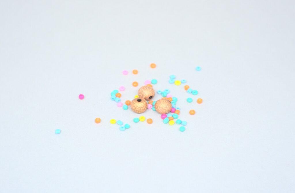 cuentas de colores de diferentes diametros